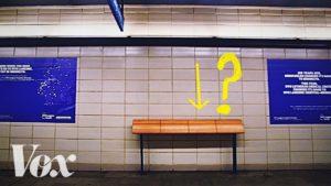 Proč jsou města plná nepohodlných laviček